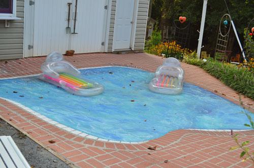 trompe loiel swimming pool